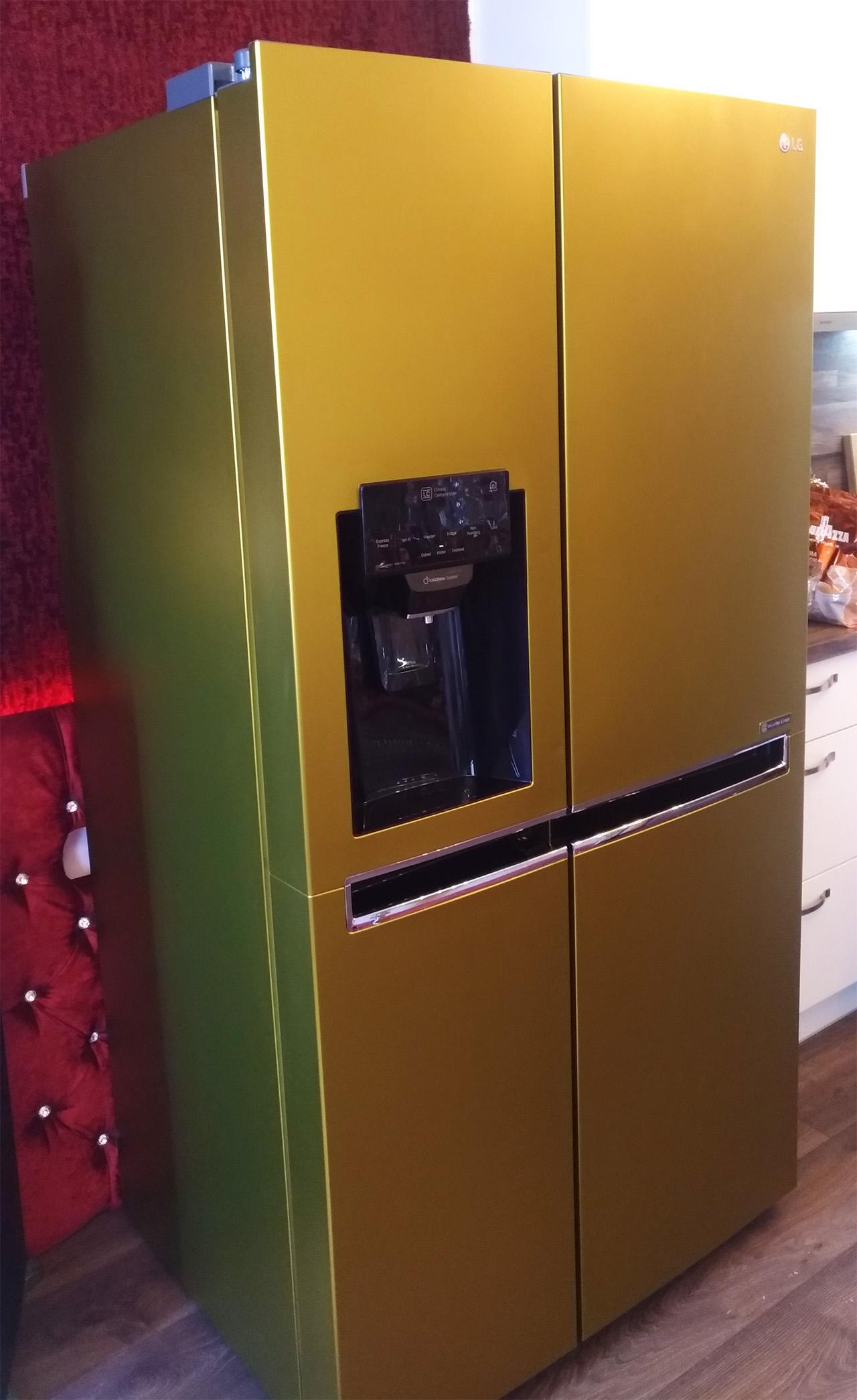 хладилник със златно фолио