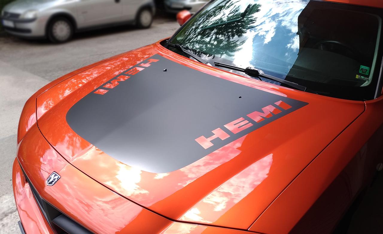 стикер на преден капак на Dodge Charger